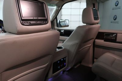 2017 Lincoln Navigator 4x2 Select SUV - Click to see full-size photo viewer
