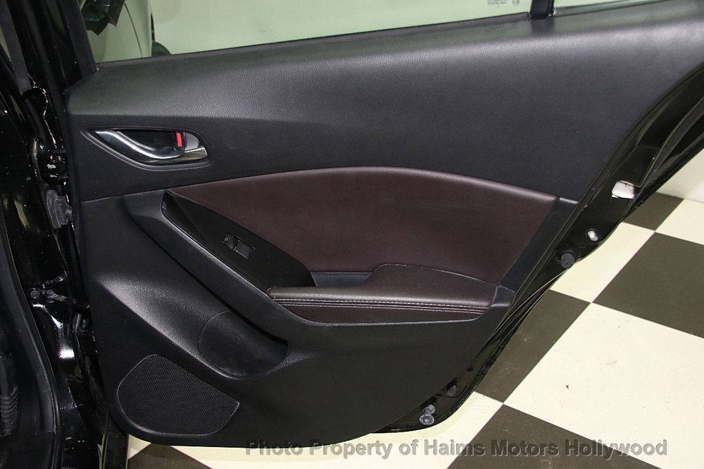 2017 Mazda Mazda3 4-Door Touring Automatic - 16928618 - 12