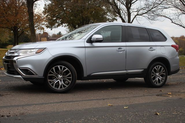 2017 Mitsubishi Outlander AWD SE  - Click to see full-size photo viewer