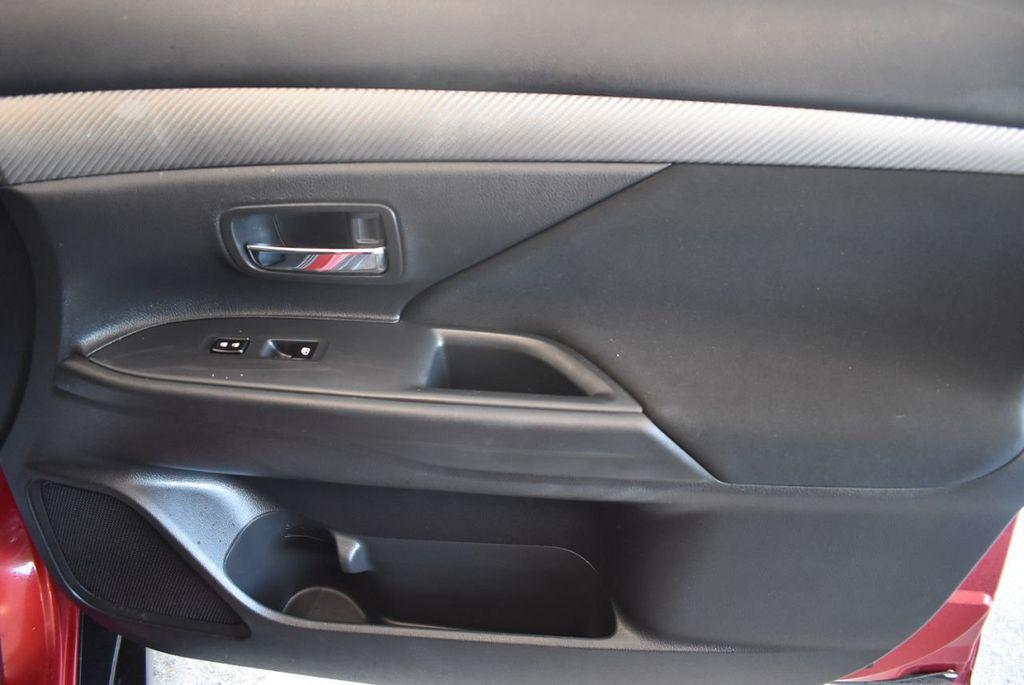 2017 Mitsubishi Outlander ES FWD - 18242320 - 24