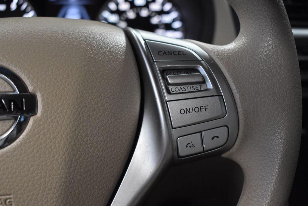 2017 Nissan Altima 2.5 - 18250848 - 16