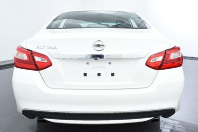 2017 Nissan Altima 2.5 SV - Click to see full-size photo viewer