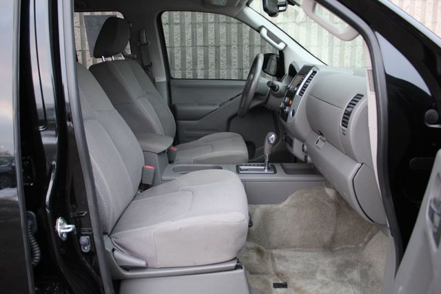 2017 Nissan Frontier ONE OWNER 4WD S CREW CAB - Click to see full-size photo viewer