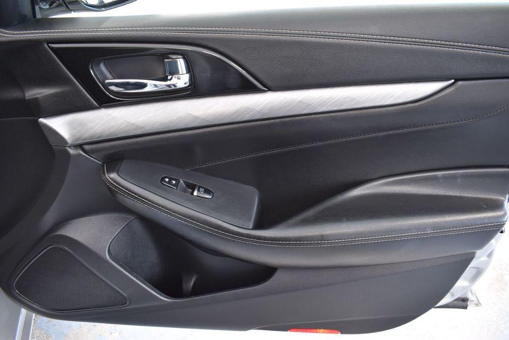 2017 Nissan Maxima SV - 18439615 - 23