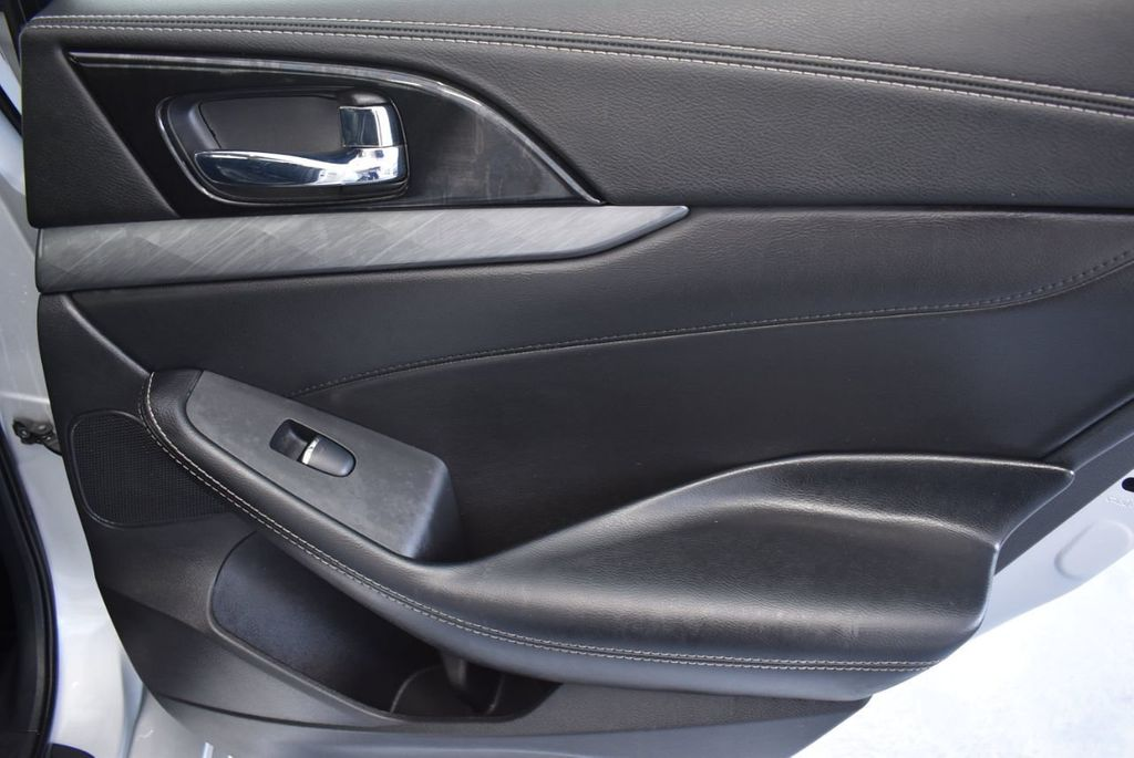 2017 Nissan Maxima SV - 18439615 - 25