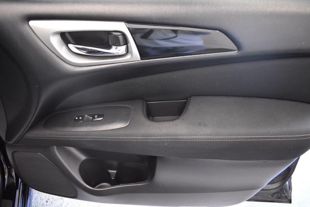 2017 Nissan Pathfinder 4x4 Platinum - 18093594 - 24