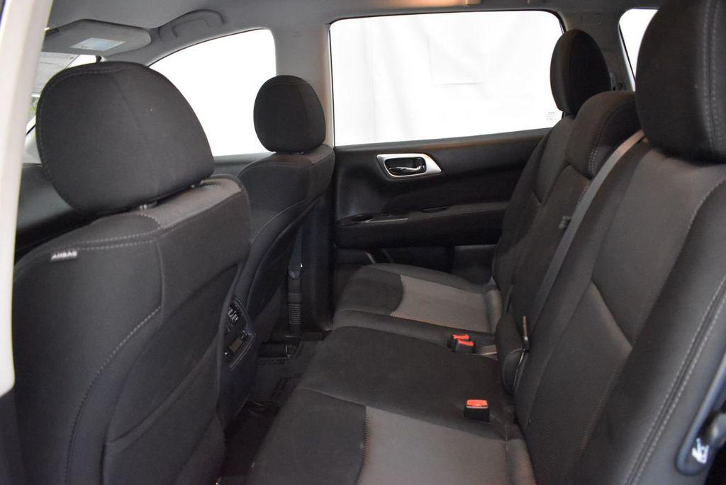2017 Nissan Pathfinder 4x4 S - 18246531 - 12