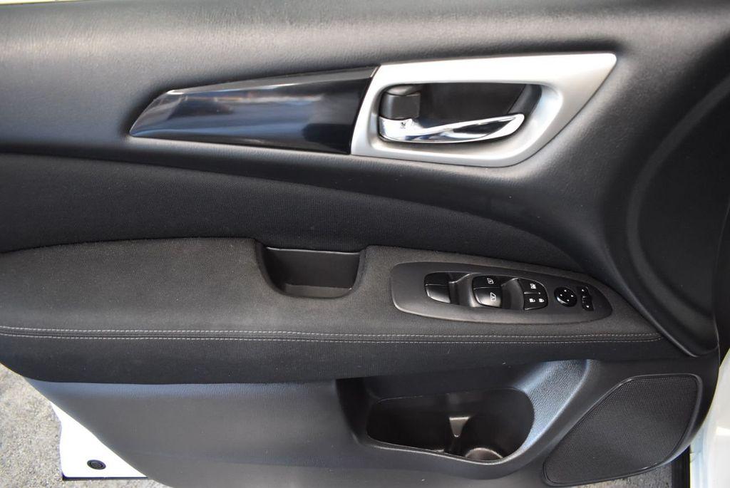 2017 Nissan Pathfinder 4x4 S - 18246531 - 15