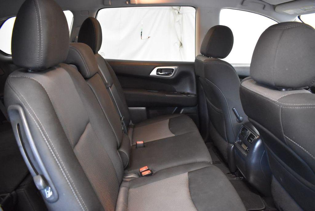 2017 Nissan Pathfinder 4x4 S - 18246531 - 22
