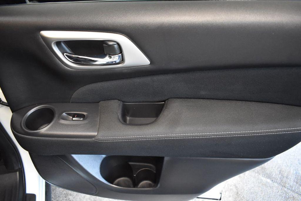 2017 Nissan Pathfinder 4x4 S - 18246531 - 23