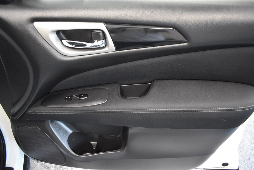 2017 Nissan Pathfinder 4x4 S - 18246531 - 24