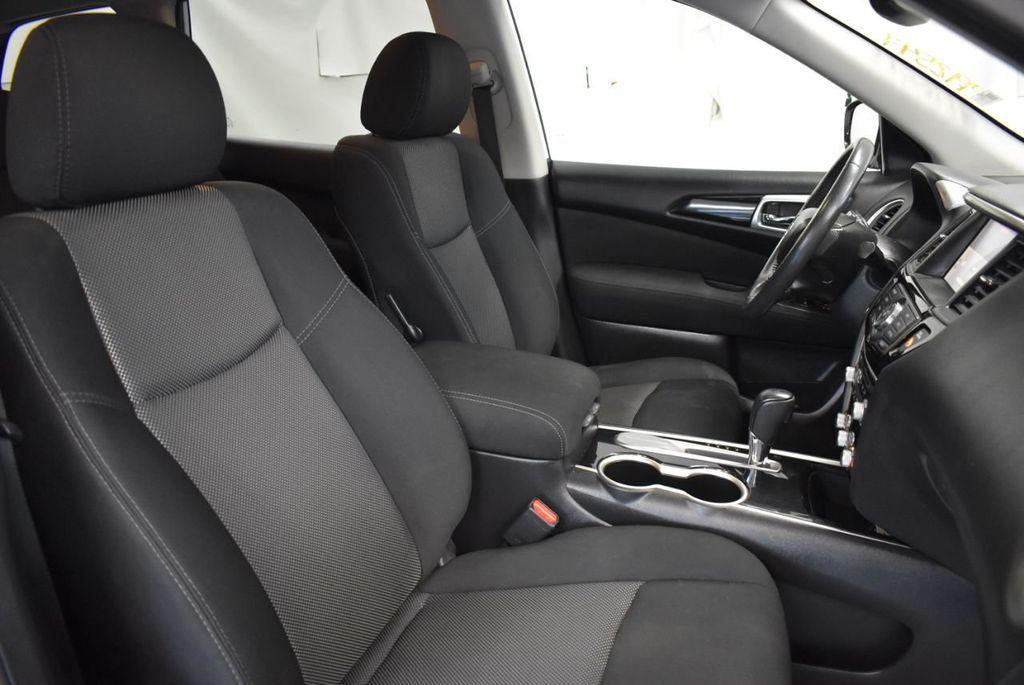 2017 Nissan Pathfinder 4x4 S - 18246531 - 25