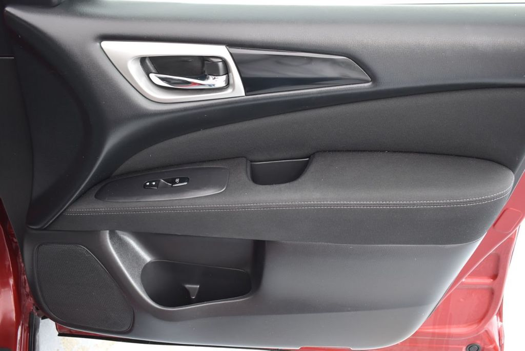2017 Nissan Pathfinder 4x4 S - 18336087 - 24
