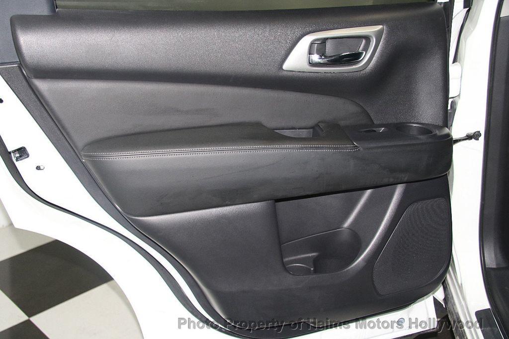 2017 Nissan Pathfinder 4x4 SL - 17297340 - 12