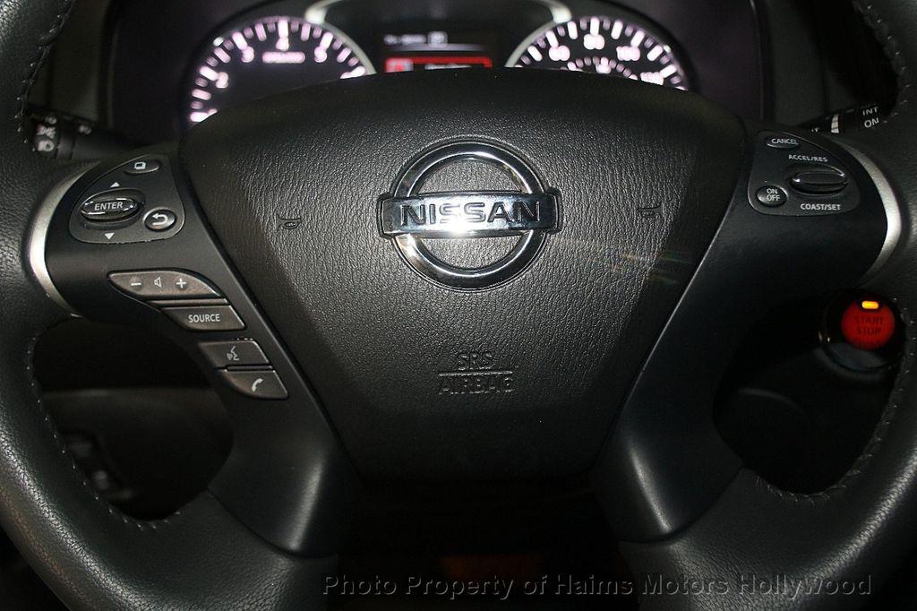 2017 Nissan Pathfinder 4x4 SL - 17297340 - 32