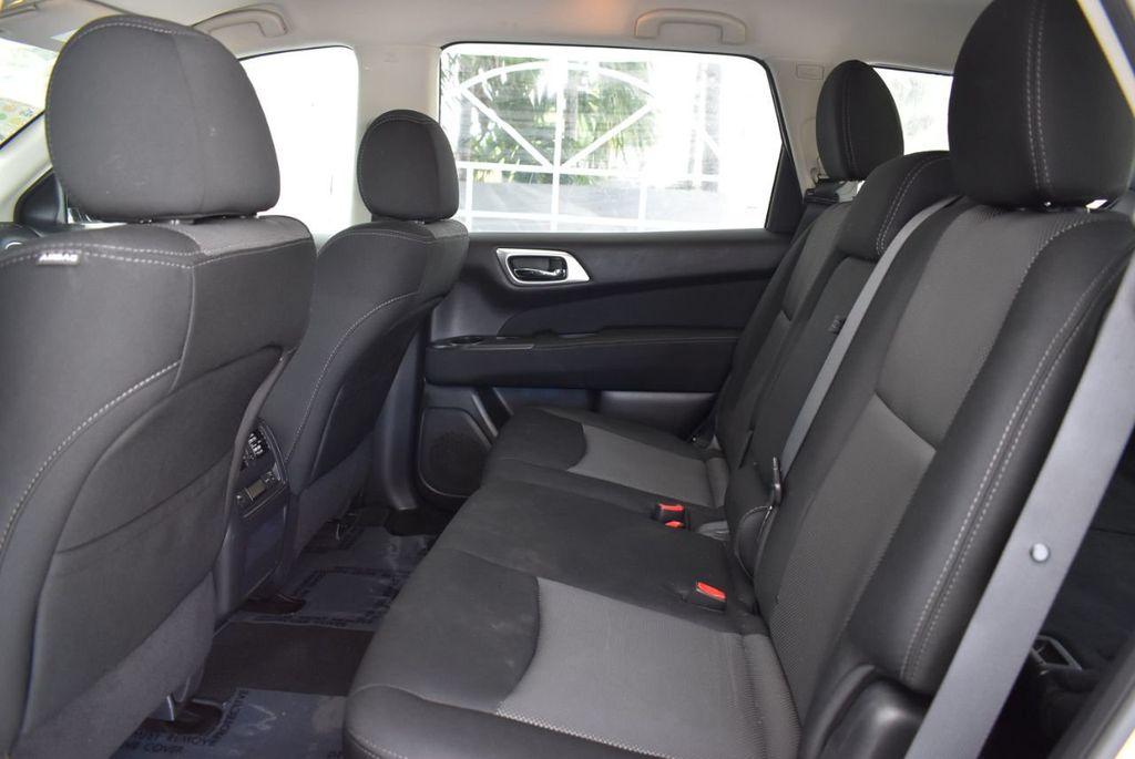 2017 Nissan Pathfinder 4x4 SV - 18497665 - 12