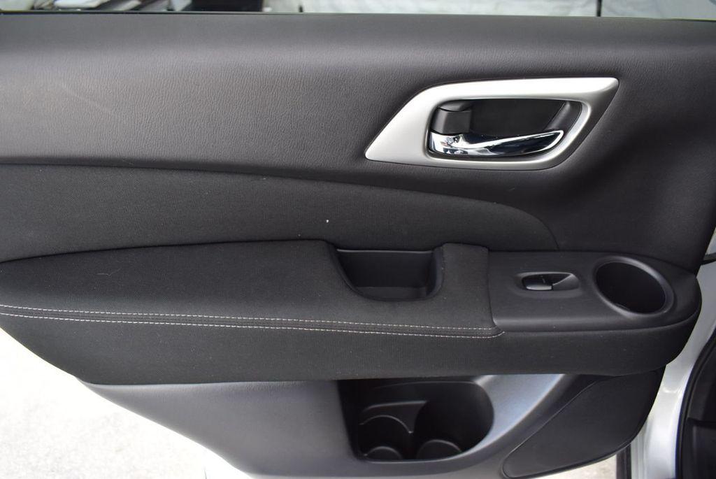 2017 Nissan Pathfinder 4x4 SV - 18497665 - 13