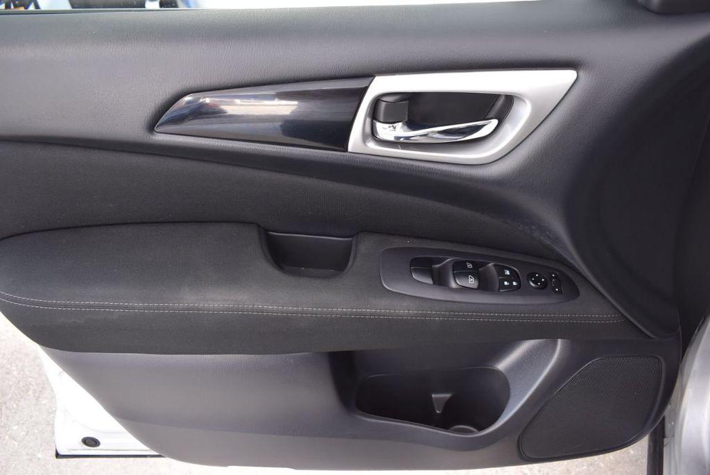 2017 Nissan Pathfinder 4x4 SV - 18497665 - 15