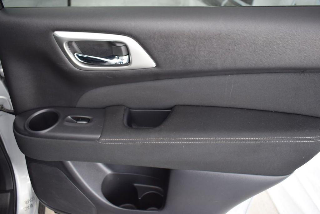 2017 Nissan Pathfinder 4x4 SV - 18497665 - 17
