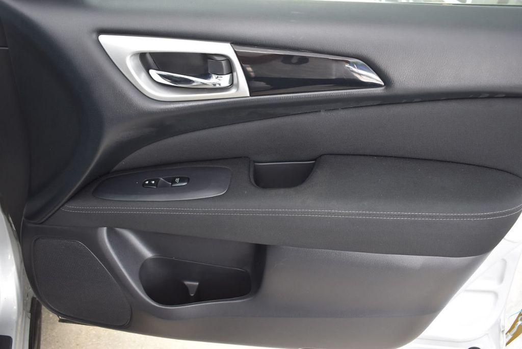 2017 Nissan Pathfinder 4x4 SV - 18497665 - 18