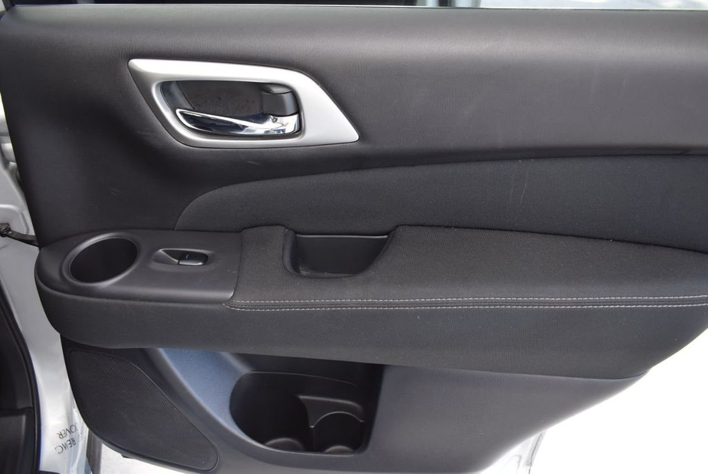 2017 Nissan Pathfinder 4x4 SV - 18497665 - 21