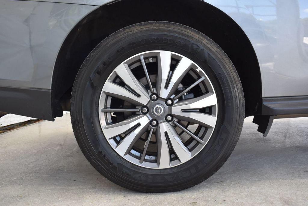 2017 Nissan Pathfinder 4x4 SV - 18439616 - 9
