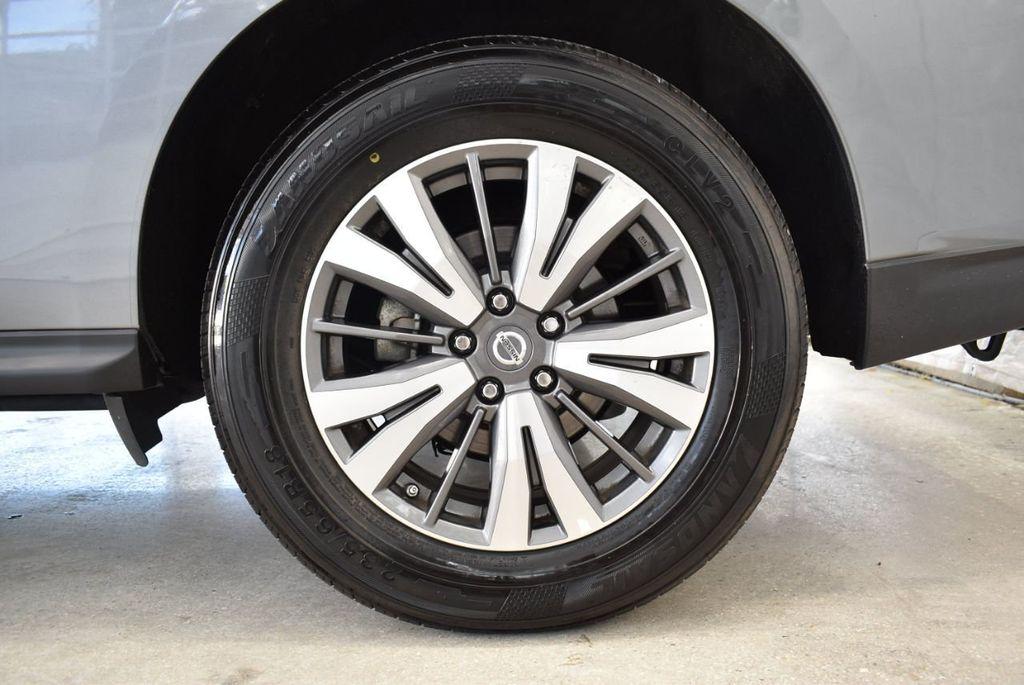 2017 Nissan Pathfinder 4x4 SV - 18439616 - 10