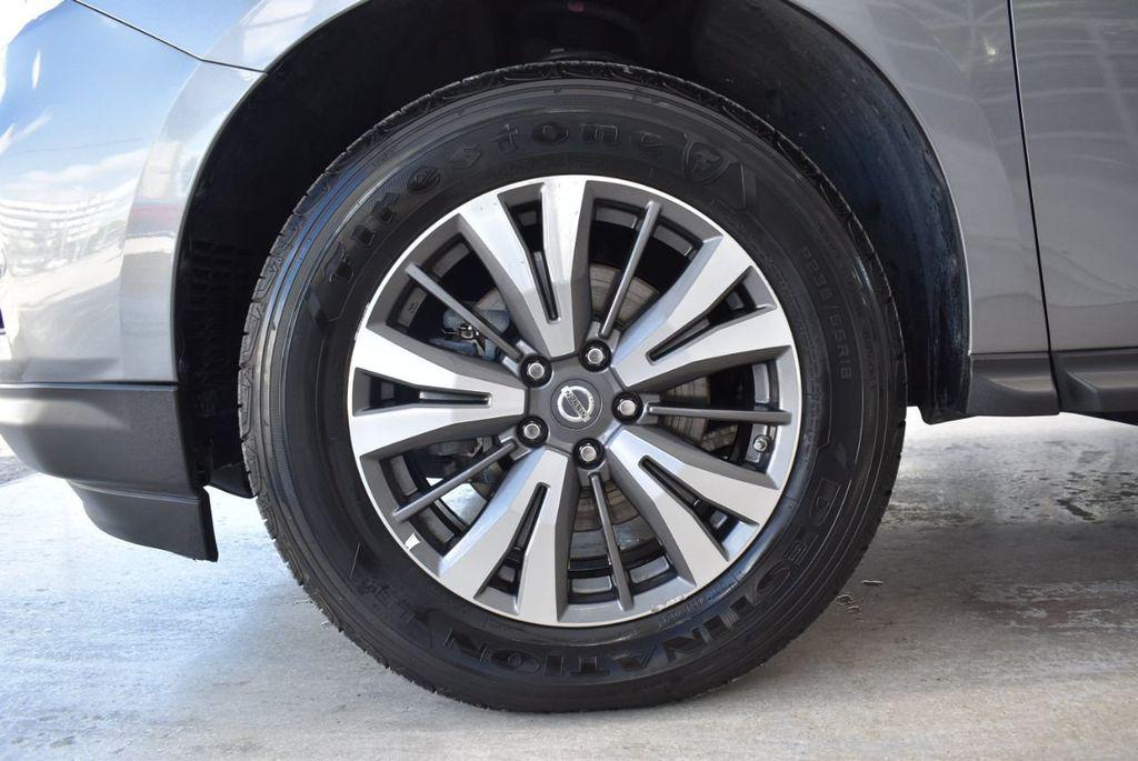 2017 Nissan Pathfinder 4x4 SV - 18439616 - 11