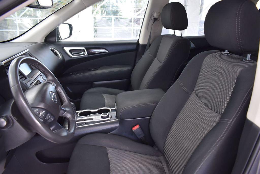 2017 Nissan Pathfinder 4x4 SV - 18439616 - 12