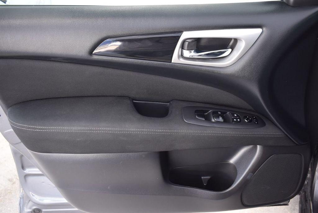 2017 Nissan Pathfinder 4x4 SV - 18439616 - 13