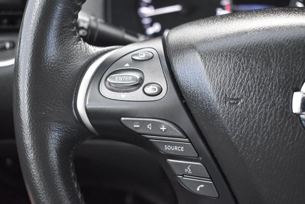 2017 Nissan Pathfinder 4x4 SV - 18439616 - 17
