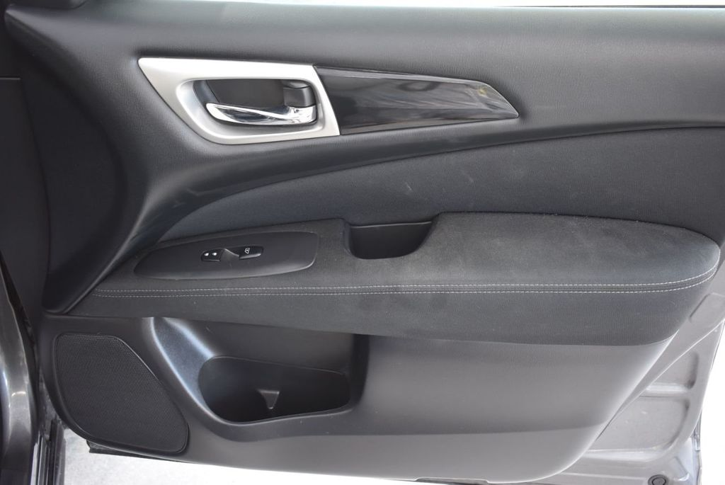 2017 Nissan Pathfinder 4x4 SV - 18439616 - 21