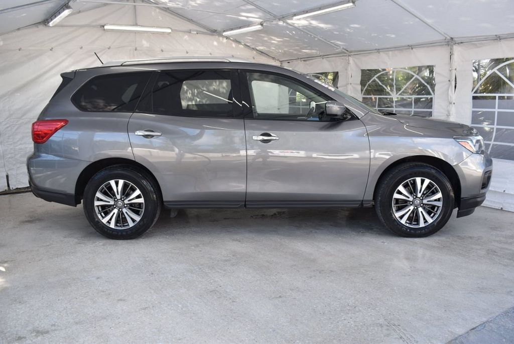 2017 Nissan Pathfinder 4x4 SV - 18439616 - 2