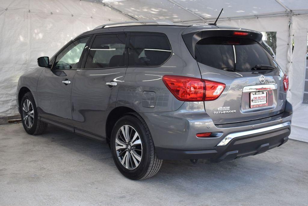 2017 Nissan Pathfinder 4x4 SV - 18439616 - 5