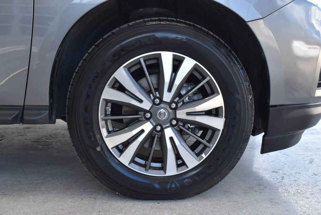 2017 Nissan Pathfinder 4x4 SV - 18439616 - 8