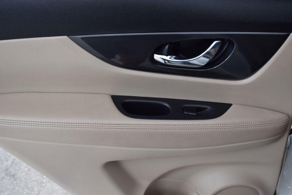2017 Nissan Rogue  - 18550555 - 11