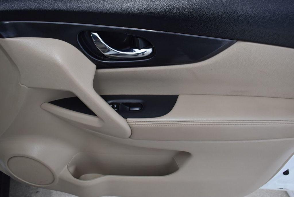 2017 Nissan Rogue  - 18550555 - 17