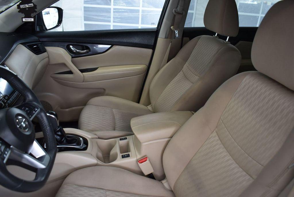 2017 Nissan Rogue  - 18550612 - 13