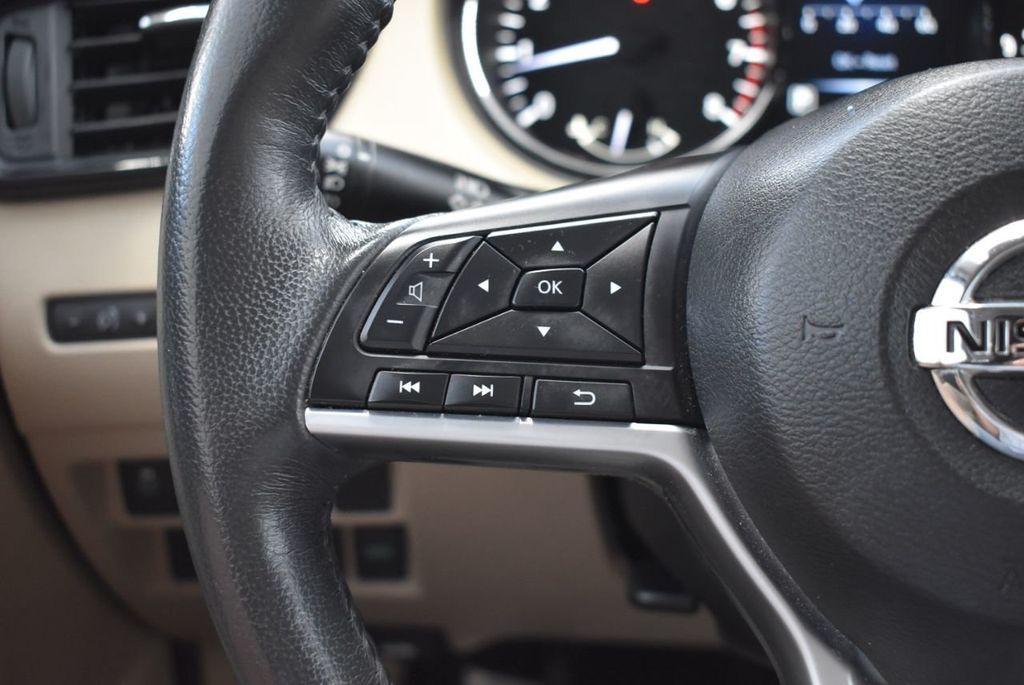 2017 Nissan Rogue  - 18550612 - 16
