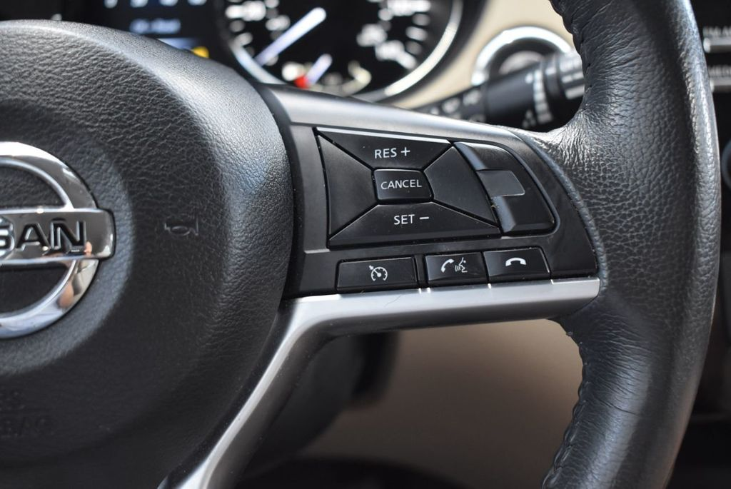2017 Nissan Rogue  - 18550612 - 17