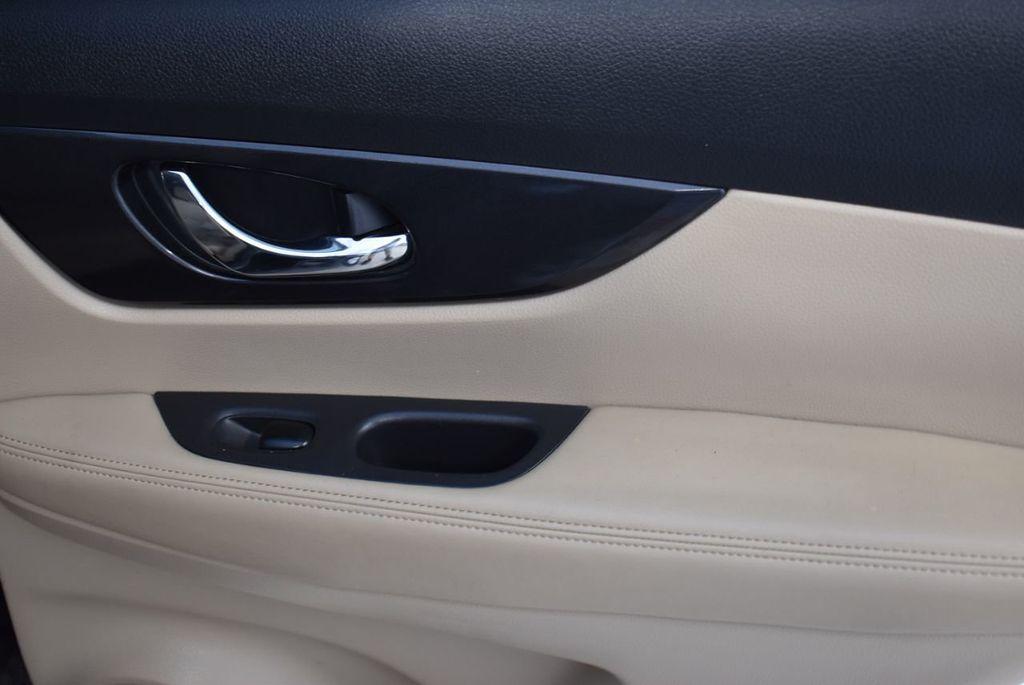 2017 Nissan Rogue  - 18550612 - 21