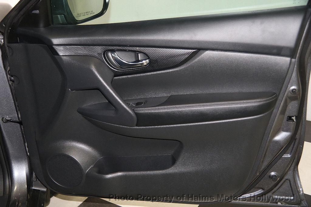 2017 Nissan Rogue AWD SL - 17280760 - 14