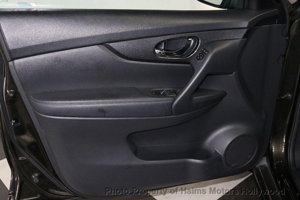 2017 Nissan Rogue FWD SV - 18196926 - 9