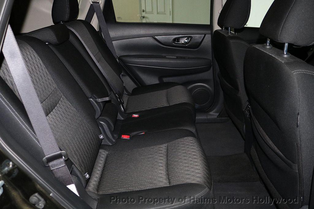 2017 Nissan Rogue FWD SV - 18196926 - 14