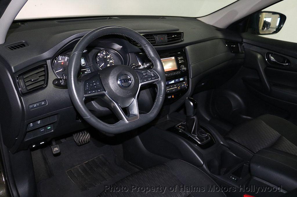 2017 Nissan Rogue FWD SV - 18196926 - 17