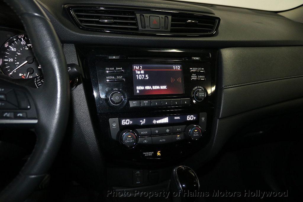 2017 Nissan Rogue FWD SV - 18196926 - 18