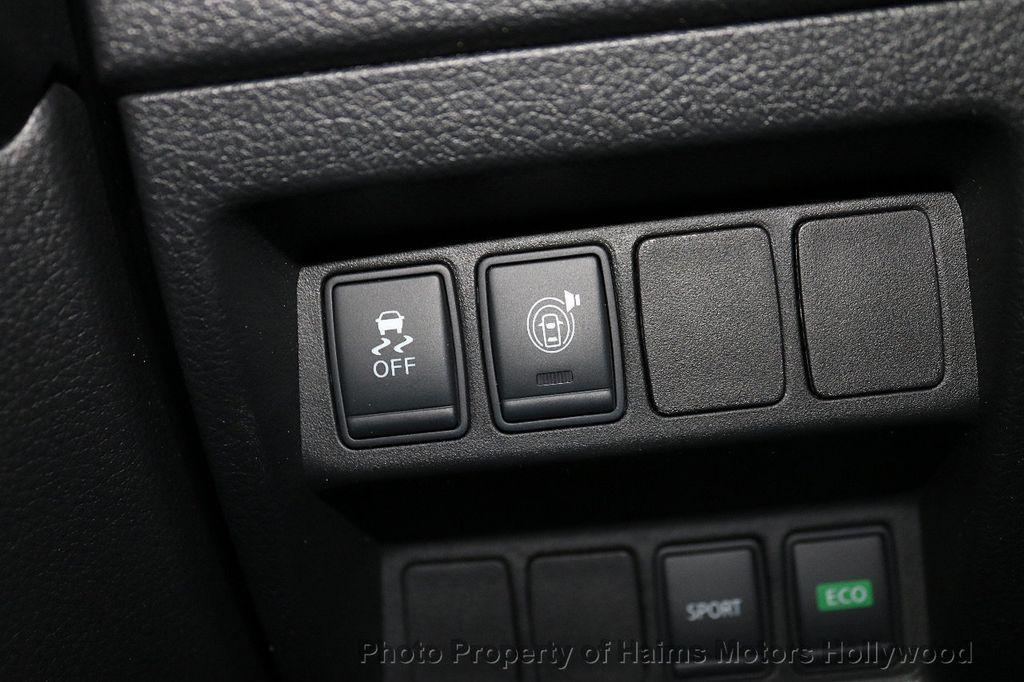 2017 Nissan Rogue FWD SV - 18196926 - 23