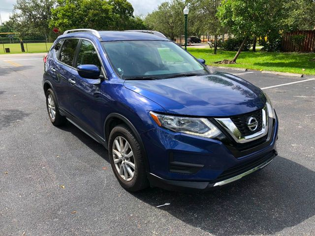 2017 Nissan Rogue FWD SV - Click to see full-size photo viewer