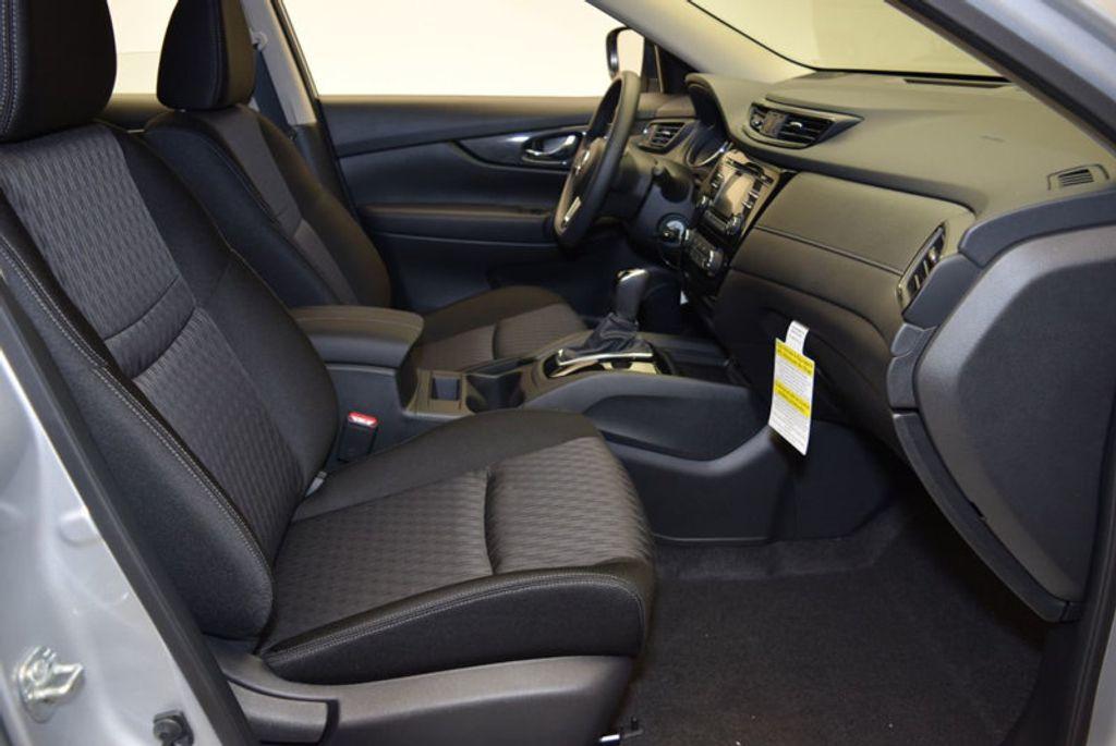 2017 Nissan Rogue S - 15834739 - 25