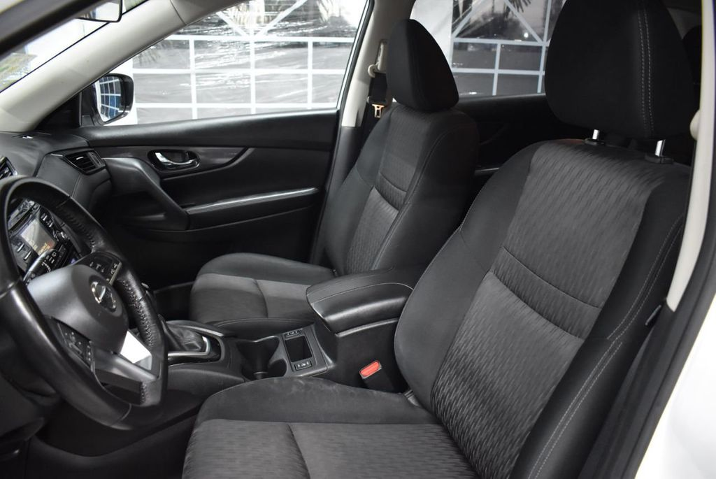 2017 Nissan Rogue SV - 18432687 - 13